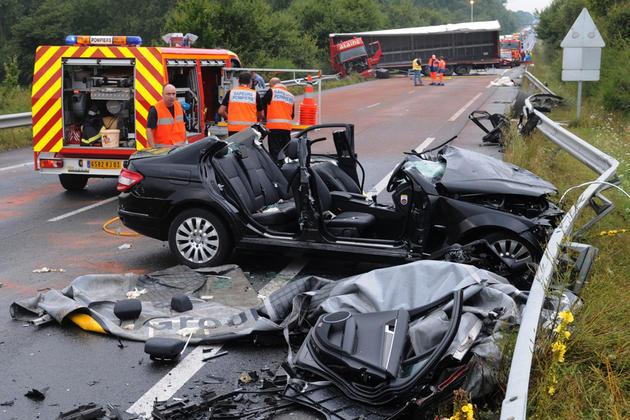 ©PHOTOPQR/LA MONTAGNE /JEAN MARC SCHAER / MONTBEUGNY / LE 23/08/10 Accident sur la rcea entre deux camions et une voiture