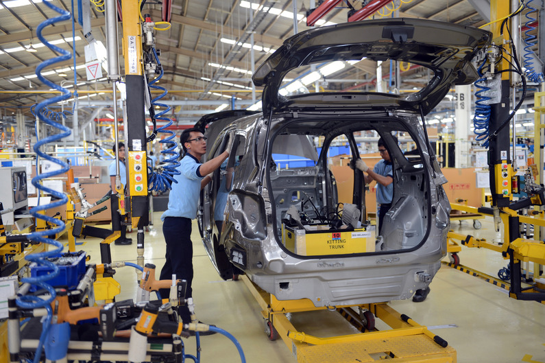 Indonesian workers inspect the shell of Chevrolet Spin at the newly inaugurated plant of the US giant carmaker General Motors in Bekasi located outside of Jakarta on May 8, 2013. GM invested 150 million USD in the new facility in Indonesia, a country that has one of the best growth rates in the world, driven by strong domestic consumption and high levels of foreign investment. The plant assembles Chevrolet Spin a sub-compact multi purpose vehicle for domestic market and is capable of producing 40,000 vehicles per year.  AFP PHOTO / ROMEO GACAD
